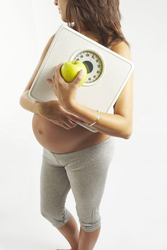 Restrykcyjne przygotowania do ciąży zabijają romantyzm. Edyta z Markiem rzadko wychodzą do restauracji, bo ona nie ma pewności, co dodają w nich do potraw /©123RF/PICSEL