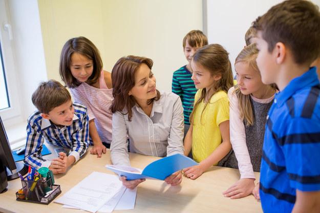 Rewolucja w nauczycielskich pensjach. Rząd chce uśrednienia i likwidacji dodatków /123RF/PICSEL