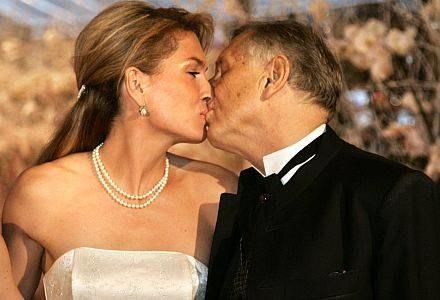 Reżyser Jiri Menzel wraz z żoną /AFP