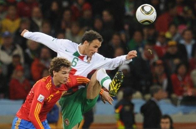 Ricardo Carvalho w walce z Fernandem Llorente /AFP