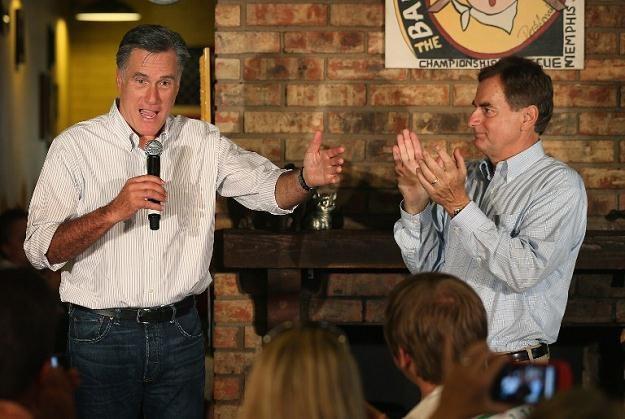 Richard Mourdock i Mitt Romney /AFP