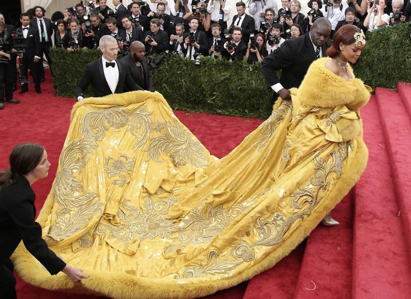 Rihanna w sukience projektu Guo Pei /Getty Images
