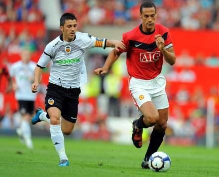 Rio Ferdinand (z prawej) będzie pauzował /AFP