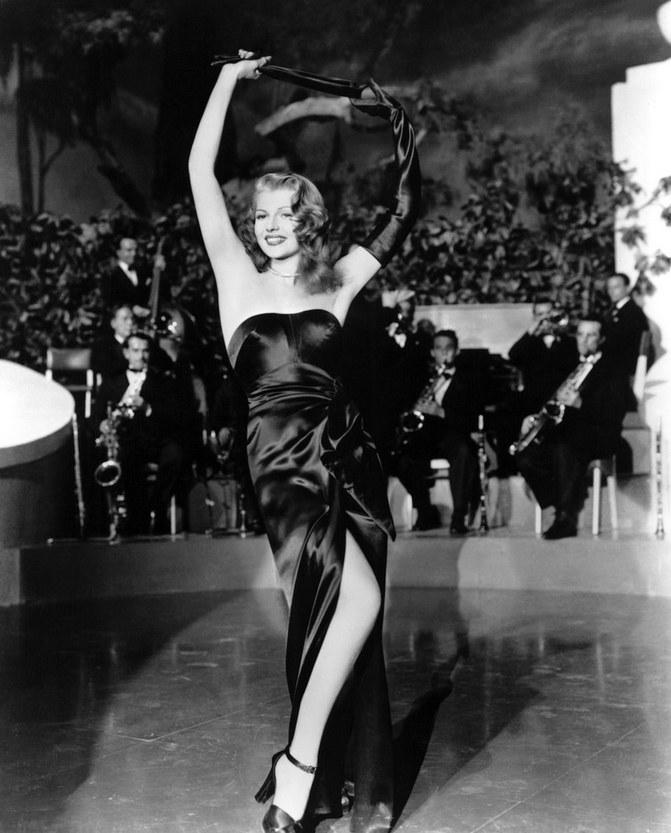 """Rita Hayworth w filmie """"Gilda"""" (1946) /materiały prasowe"""