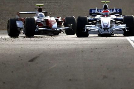 Robert Kubica (BMW Sauber) i  Jarno Trulli (Toyota) / kliknij /AFP