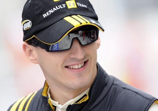 Robert Kubica i inni kierowcy F1 już za dwa lata jeździć będą na mniejszych silnikach. /AFP