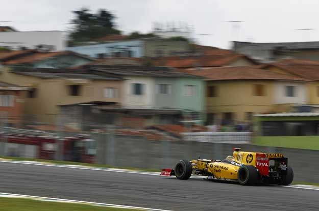 Robert Kubica na torze Interlagos /
