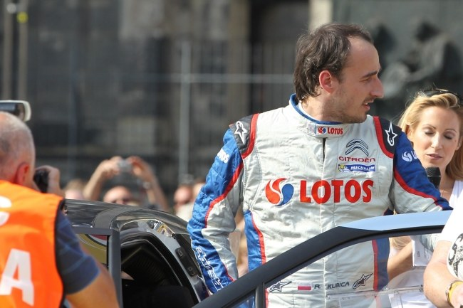 Robert Kubica podczas rajdu. /THOMAS FREY  /PAP