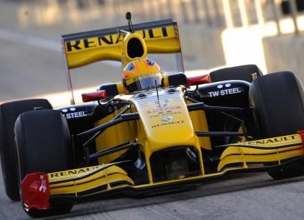 Robert Kubica w swoim bolidzie /AFP