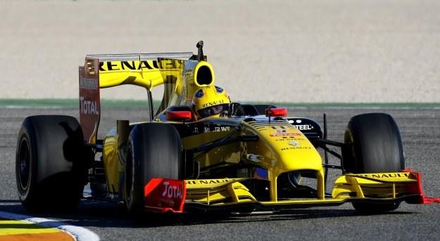 Robert Kubica w swoim Renault /AFP
