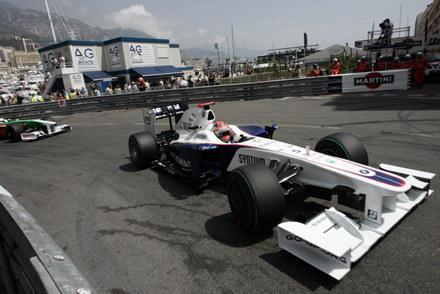 Robert Kubica wna ulicznym torze w Monte Carlo /