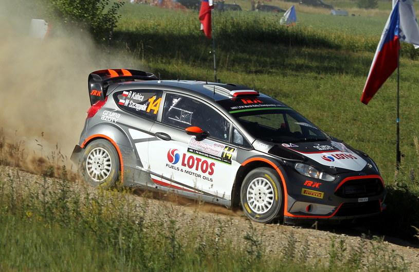 Robert Kubica z pilotem Maciejem Szczepaniakiem (Ford Fiesta WRC) /Tomasz Waszczuk /PAP