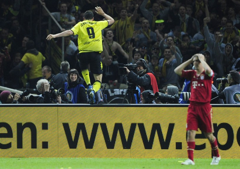 Robert Lewandowski często jest łączony z przeprowadzką do Bayernu Monachium /AFP