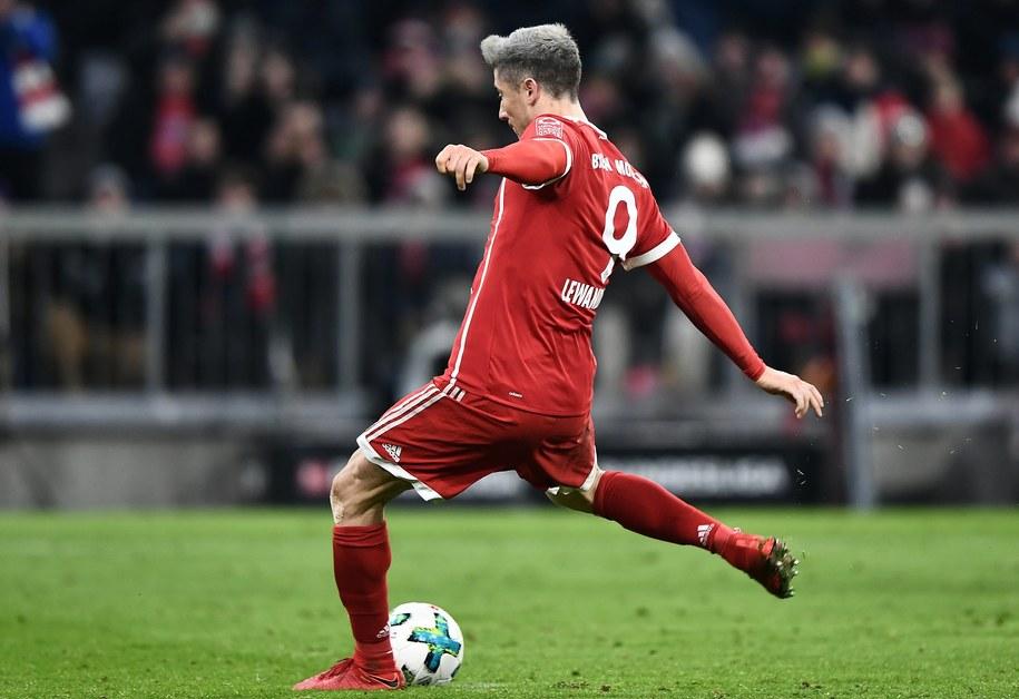 Robert Lewandowski w trakcie ligowego pojedynku Bayernu Monachium z Hannoverem 96 /CHRISTIAN BRUNA /PAP/EPA