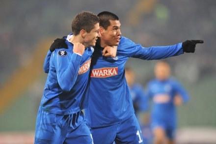 Robert Lewandowski (z lewej) zdaniem Bońka jeszcze nie dojrzał do gry w zachodnim klubie. /AFP