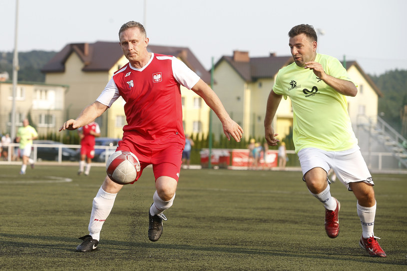 Robert Moskwa (L) na piłkarskim boisku /AKPA