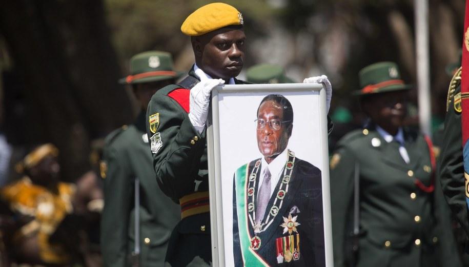 Robert Mugabe rządził Zimbabwe od 37 lat /AARON UFUMELI /PAP/EPA