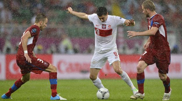 Robertowi Lewandowskiemu nie udało się pokonać czeskiej obrony /FABRICE COFFRINI /AFP