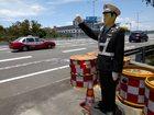 Robocop w Chinach łapie piratów drogowych