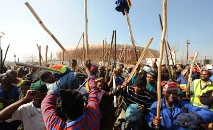 Robotnicy żądają podwyżki zarobków /AFP