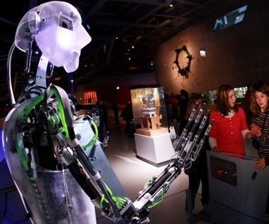 Roboty z mową ciała i zmysłem dotyku