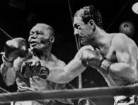 Rocky Marciano (z prawej) walczy z Joe Walcottem w 1952 roku /AFP