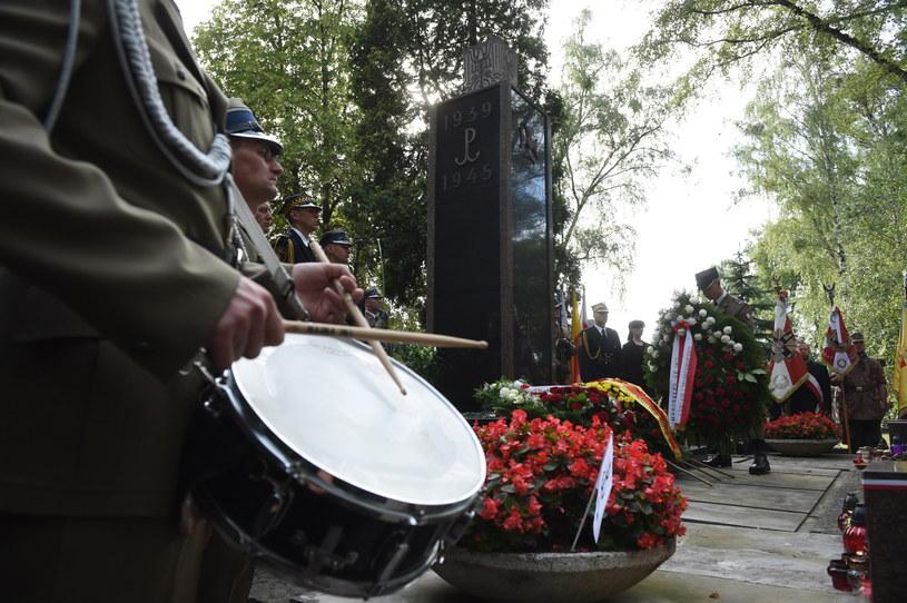 Rocznicowe uroczystosci na Powązkach /Radek Pietruszka /PAP