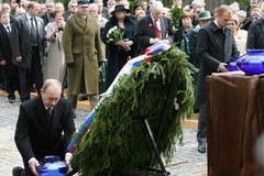 Rocznicowy hołd dla pomordowanych w Katyniu
