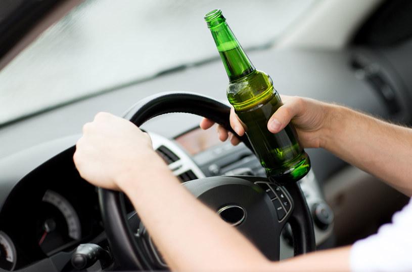 Rocznie z powodu alkoholu umiera 10 tys. Polaków /©123RF/PICSEL