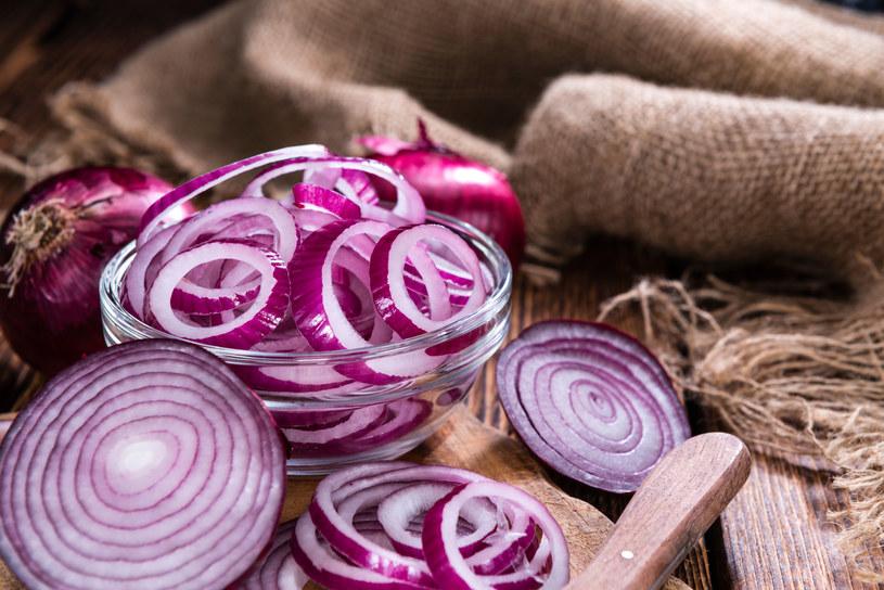 Rodzaje cebuli. Jak wykorzystać ją w kuchni