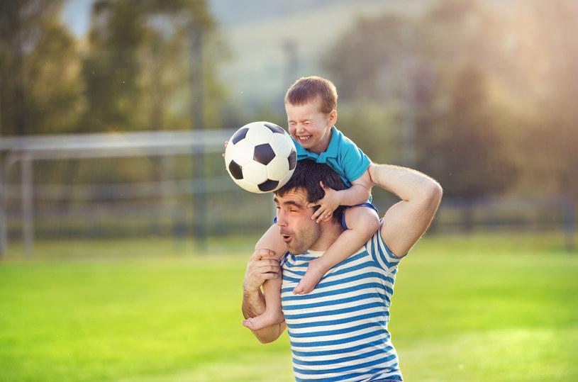 Rodzic jest najlepszym wsparciem dla trenującego dziecka /123RF/PICSEL