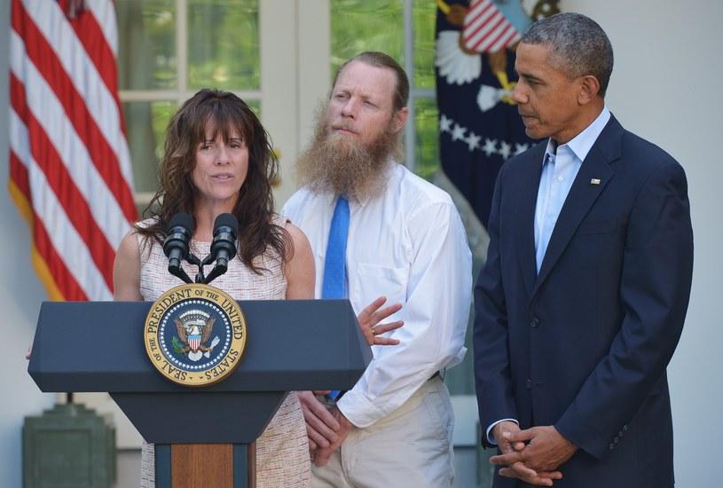 Rodzice Bowe Bergdahla z Barackiem Obamą /AFP