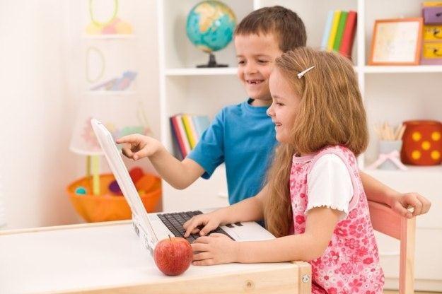 Rodzice często nie zwracają uwagi na bezpieczeństwo dzieci w internecie /©123RF/PICSEL