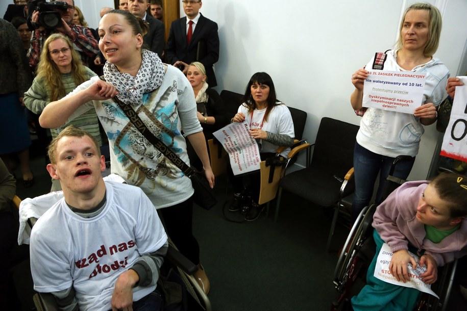 Rodzice i opiekunowie niepełnosprawnych dzieci w Sejmie /Tomasz Gzell /PAP
