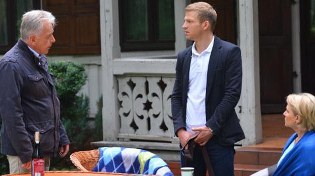 Rodzice, którzy poznali już prawdę o Kasi i Ksawerym od Dominiki (Aleksandra Woźniak), wyrzucają Łukasza z domu... /www.barwyszczescia.tvp.pl/