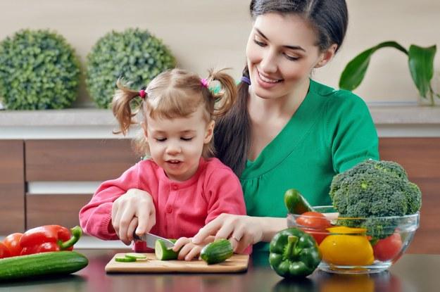 Rodzice mogą podzielić przysługujące dwa dni opieki nad dzieckiem na godziny /123RF/PICSEL