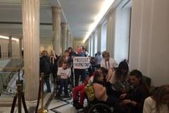 """Rodzice niepełnosprawnych dzieci protestują. """"To nie nasz premier"""""""