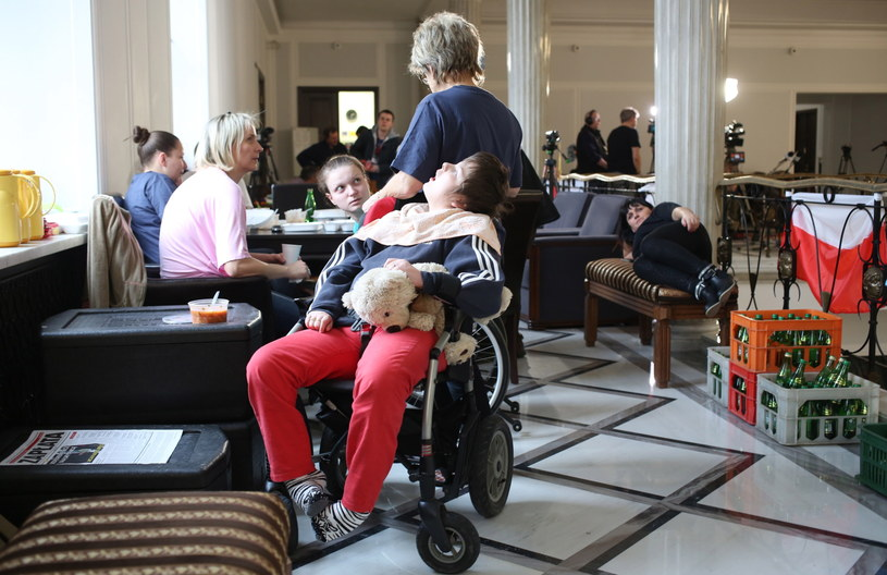 Rodzice niepełnosprawnych dzieci protestują w Sejmie /PAP