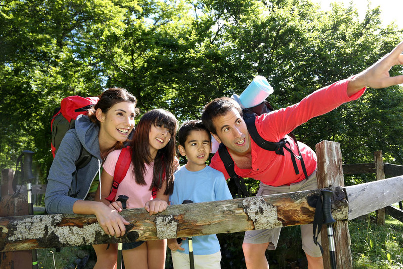 Rodzina na wakacjach /123RF/PICSEL