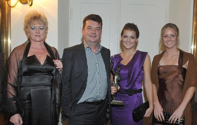 Rodzina Radwańskich jeszcze w komplecie: Marta, Robert, Agnieszka, Urszula /Reporter