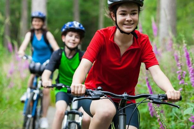 Rodzinne wyprawy rowerowe to świetny sposób na wspólne spędzanie czasu /123/RF PICSEL