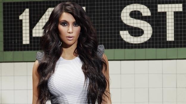 Rodzinne życie Kim Kardashian od kilku lat można podglądać w telewizyjnym reality-show. /materiały prasowe