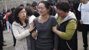 Rodziny chińskich pasażerów zaginionego samolotu przyleciały do Kuala Lumpur