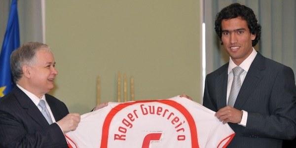 Roger Guerreiro otrzymał polskie obywatelstwo z rąk prezydenta Lecha Kaczyńskiego /AFP