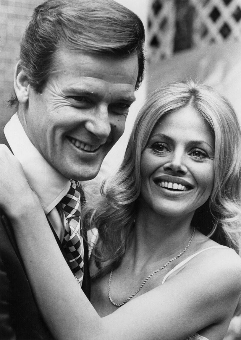 Roger Moore stworzył Bonda, który polegał raczej na sile umysłu niż mięśni. Jego Agent 007 był też wyjątkowow cyniczny /Getty Images/Flash Press Media