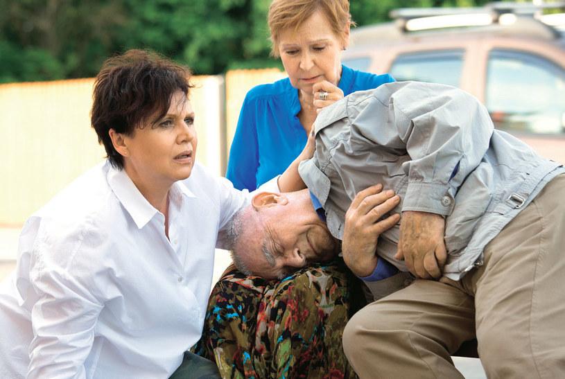 Rogowska uratuje życie starszemu mężczyźnie, który straci przytomność na przystanku autobusowym /Świat Seriali