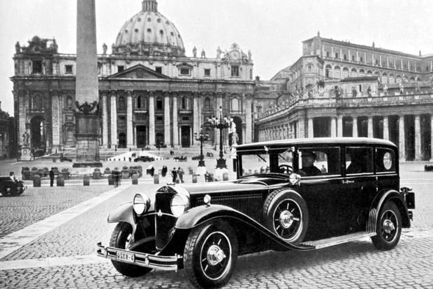 Rok 1930 - pierwsze papamobile / Kliknij /INTERIA.PL