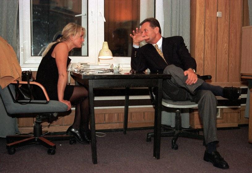 Rok 1996. Gromosław Czempiński i zapatrzona w niego Monika Olejnik /Witold Rozbicki /East News