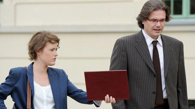 """Rola adwokata w """"Życiu nad rozlewiskiem 2"""" to pierwsza rola aktorska zajmującego się na co dzień public relations Szymona Kukanowa /Agencja W. Impact"""