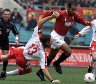 Roma - Piacenza 2:0. Emerson w akcji ofensywnej mija leżącego Bosellego